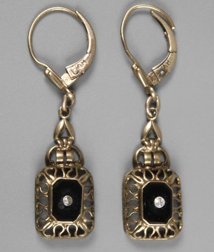 Pair of earrings  c. 1920, yellow gold stamped 333, centre set with a small whit…