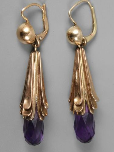 Pair of earrings with amethyst  c. 1930, yellow gold stamped 750, typical form o…