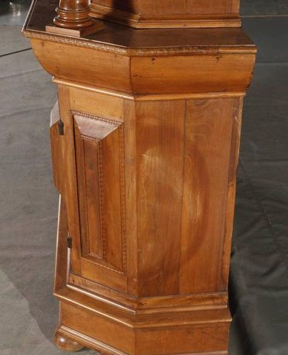 Cabinet supérieur baroque  Noyer plaqué sur bois tendre et chêne, 1ère moitié du…