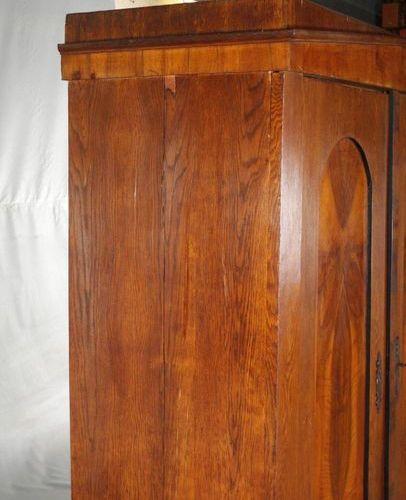 Armoire Biedermeier  vers 1820, chêne et noyer plaqués sur bois tendre, armoire …
