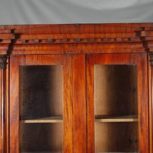 Bibliothèque Biedermeier  acajou plaqué sur bois de conifère, vers 1820, mince a…
