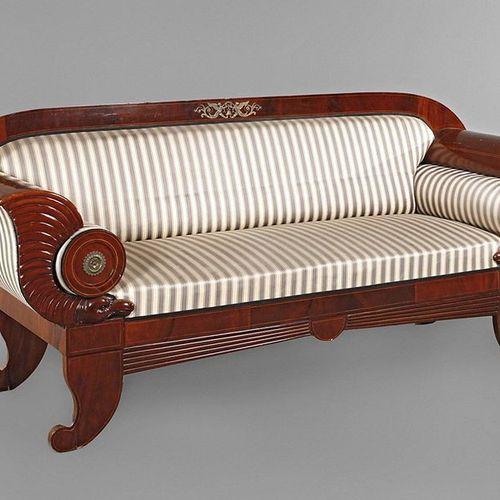 Canapé Biedermeier  acajou plaqué, 1ère moitié du XIXe siècle, siège élégant, do…