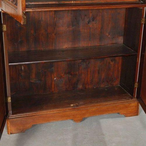 Historique de la bibliothèque  Noyer plaqué sur bois tendre, vers 1880, mince ar…