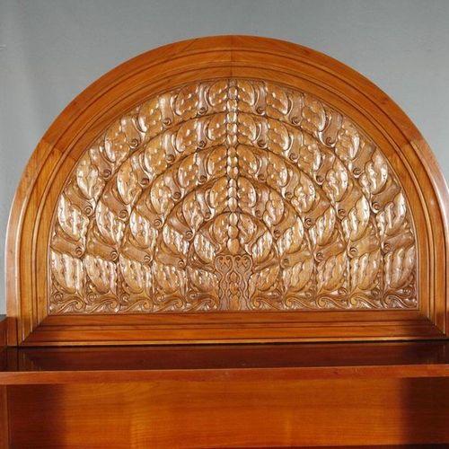 Cabinet du haut Albin Müller  conçu en 1914, l'intérieur avec une plaque du fabr…