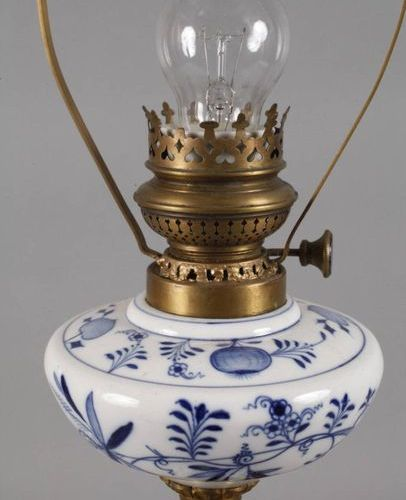 Meissen paraffin lamp onion pattern  underglazed blue knob swords 1860 1888, 1st…