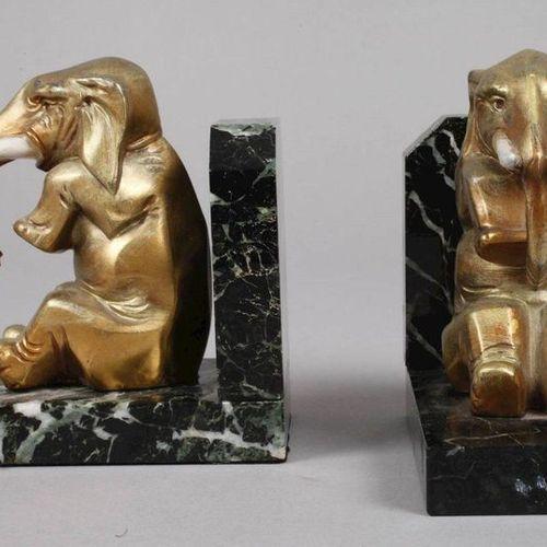 Paire de serre livres avec des éléphants  vers 1930, non signée, en fonte de mét…