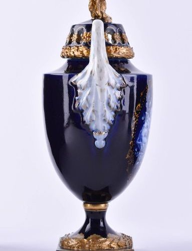 Swan neck handle, crowning of the lid and on the edge of the lid decorated by sa…