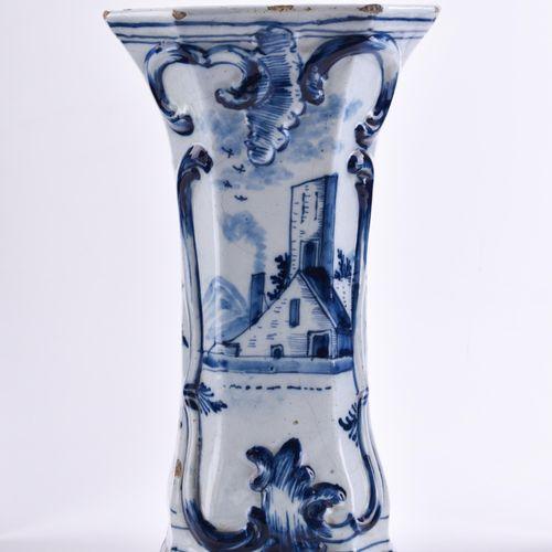 Vase Delft 18./19. Jhd. | Vase, Delft, 18th/19th century with underglazed blue p…