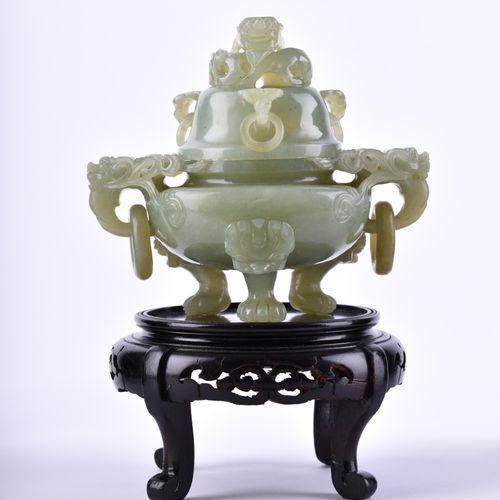 Jade Weihrauchgefäß China Qing Dynastie 带木质支架,不含支架的高度为15厘米
