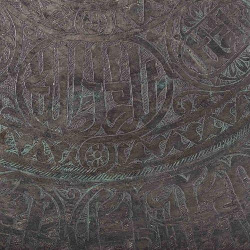 Mamlukschale 19. Jhd. 黄铜/青铜,带古代装饰,背面有悬挂装置,直径45厘米,高:5.5厘米
