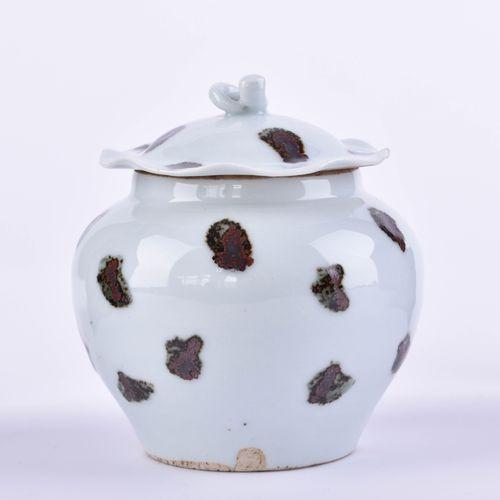 Deckelvase China im Yuan Stil, 19./20. Jhd. Glace séladon avec émaux bruns, h : …