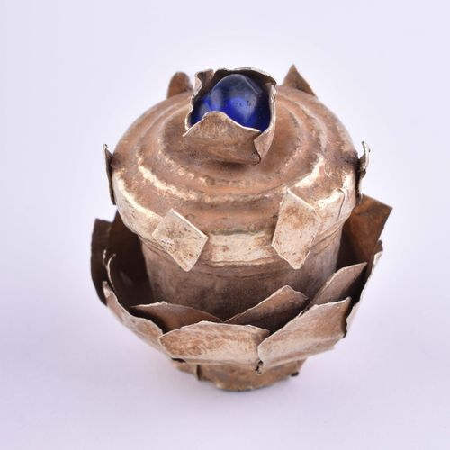 Goldapplikation Champa 10 12 Jhd. 精金含量约为650/1000,经过测试,是一个仪式头饰的冠冕,作为上层装饰的蓝色玻璃石,来自…