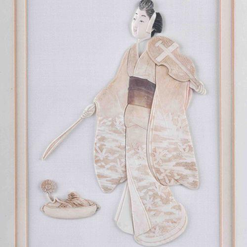 Bild Japan um 1900 艺妓形状的多件象牙雕刻,安装在passepartout后面的纸板上,可见尺寸为25厘米×17厘米