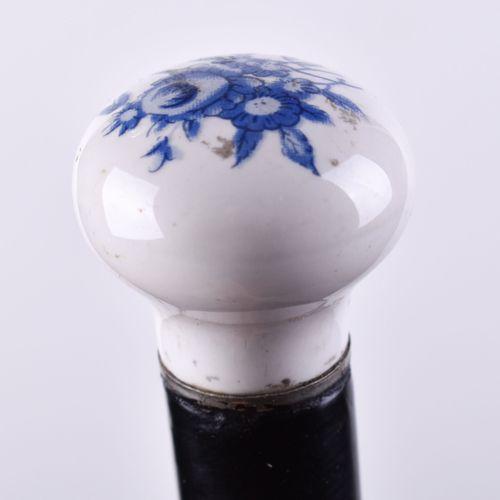 Gehstock um 1900 瓷质手柄,彩色绘有花卉装饰,长:97.5厘米