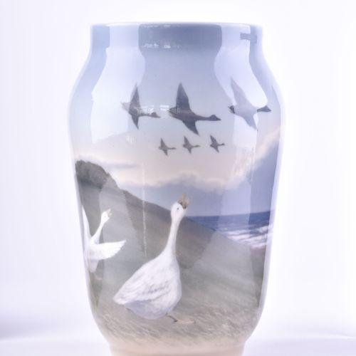 Vase Bing & Gröhndahl Dänemark 彩绘风景和天鹅装饰,支架下有标记,高:25厘米