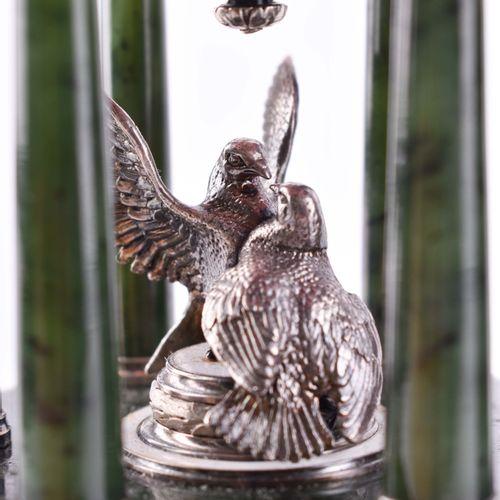 Cloisonne Ei Russland Œuf travaillé comme une horloge et décoré d'émail guilloch…