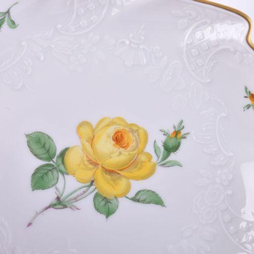 Blattschale Meissen 彩色和金色装饰,花卉装饰,蓝色剑纹,第一选择,19,5厘米 x 17厘米