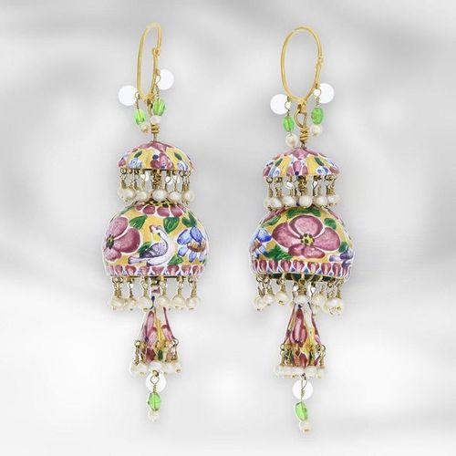 Bijoux d'oreilles : boucles d'oreilles Qajar en or antique, très bien conservées…
