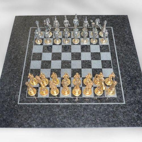 Jeu d'échecs : version de luxe unique d'un jeu d'échecs avec des figures en arge…