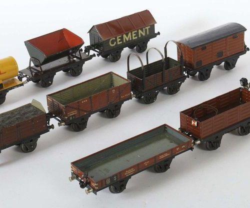 10 voitures Märklin et autres, piste 1, 1 x off. Wagon de marchandises avec serv…