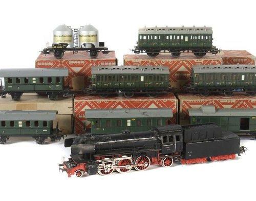 1 locomotive à vapeur avec tender, 10 voitures Märklin, écartement H0, locomotiv…