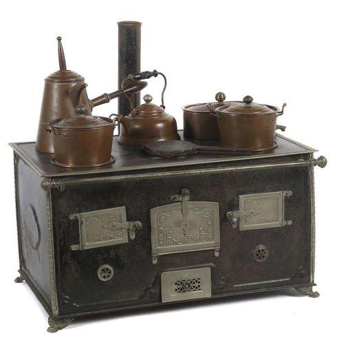 Grande cuisinière pour enfants probablement Märklin, vers 1900, en tôle noire, s…