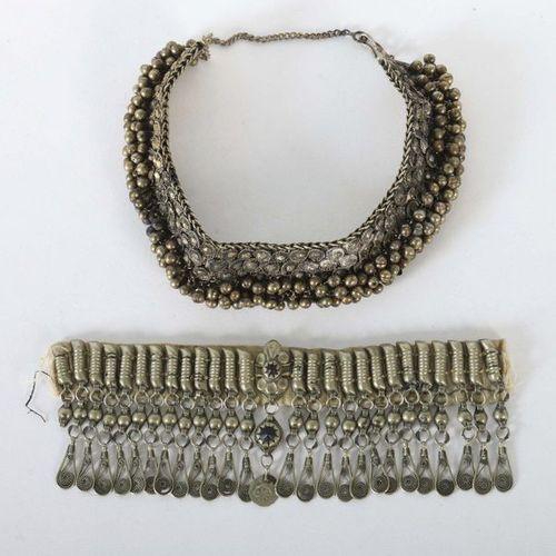 Collier et fragment de bracelet Asie centrale, métal/textile, 19e/20e siècle, 1x…