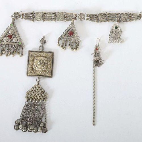 Pendentif, boucles d'oreilles et bouton face au Turkménistan/Asie centrale, 19èm…