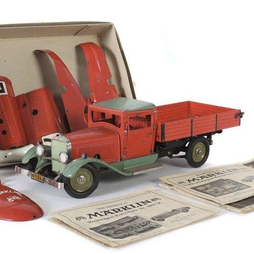 Camion et voiture de course en kit Märklin, vers les années 1930, en tôle, peint…