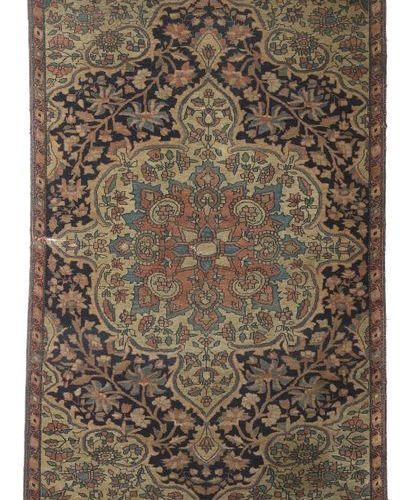 Petit sarouk Farahan de Perse occidentale, vers 1910/20, laine sur coton, médail…