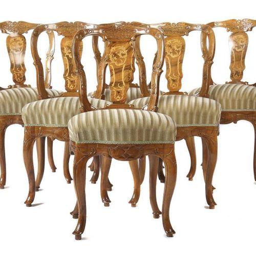 Ensemble de 6 chaises baroques du XVIIIe siècle, en noyer, à pieds cabriolets et…