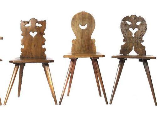 Cinq chaises de conseil 18e/19e siècle, 1 chaise avec dossier en forme de deux a…