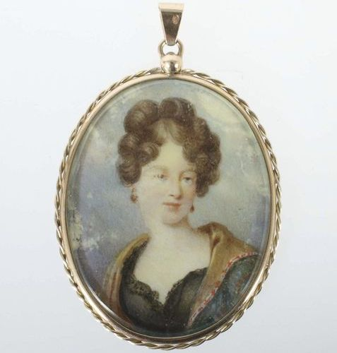 Miniature painting as a pendant around 1900, yellow gold 585, high oval portrait…