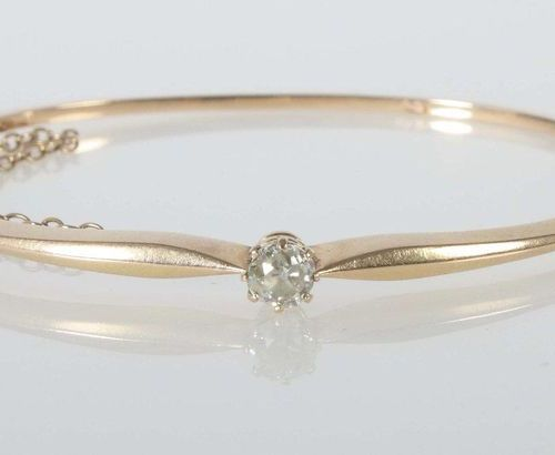 Bracelet vers 1890, or rose 585, bracelet à charnière, serti d'un diamant de tai…