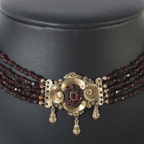 Collier de grenat fin du XIXe siècle, tombac/grenat, collier 5 brins avec pierre…