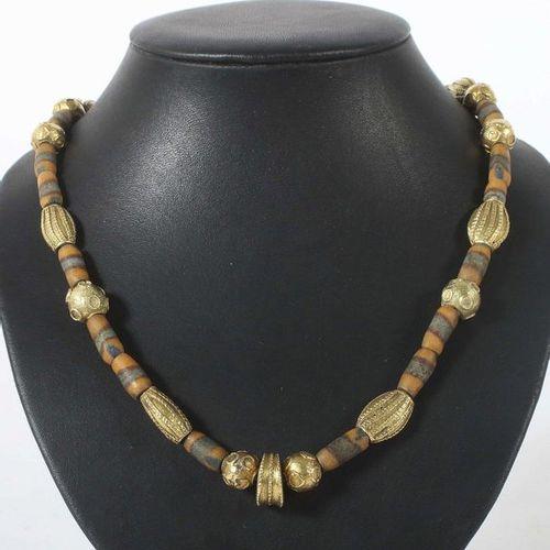 Collier ancien de la 2e moitié du 20e siècle, probablement en Égypte, or jaune 7…