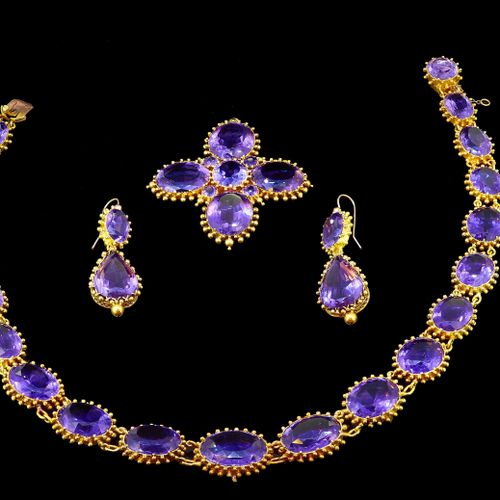 ANTIQUE GEORGIAN AMETHYST NECKLACE, EARRINGS AND PENDANT SET, the necklace links…