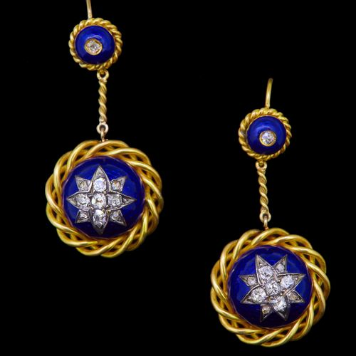 ANTIQUE PAIR OF DIAMOND AND ENAMEL DROP EARRINGS, set to the center with a diamo…