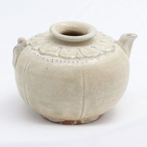 VIETNAM, XIII CENTURY, TRAN DYNASTY A white teapot and cover, Tran dynasty, XIII…
