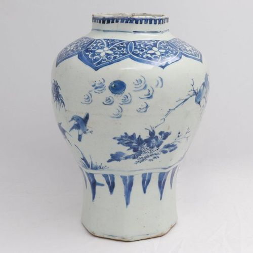 CHINA, XVIII CENTURY A blue and white octagonal vase, XVIII century Porcelain, p…