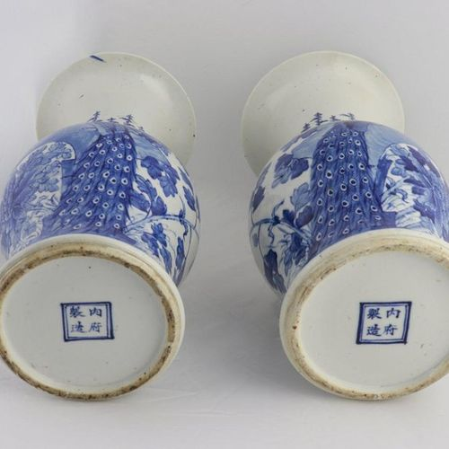 CHINA, XIX CENTURY A pair of blue and white beaker vases, XIX century each decor…