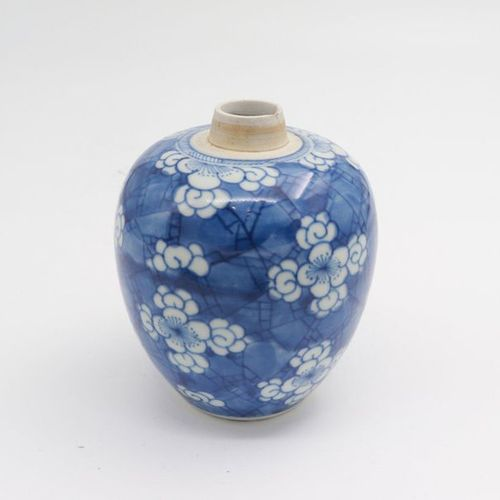 CHINA, XIX CENTURY 1. A blue and white vase, XIX century painted in mono blue de…