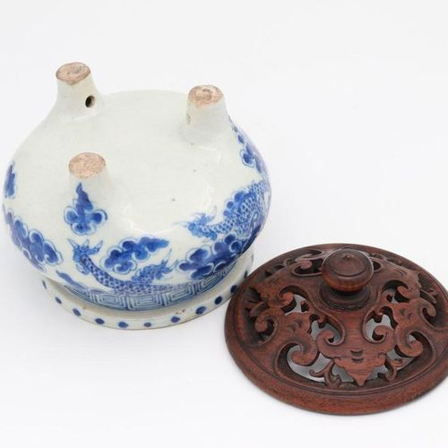 CHINA, XIX CENTURY A blue and white incense burner and wood cover, XIX century t…