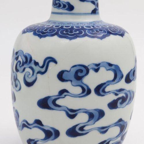 """CHINA, XVIII CENTURY A blue and white """"lingzhi"""" bottle vase, XVIII century decor…"""