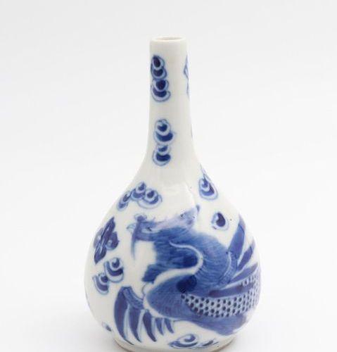 """VIETNAM, XIX CENTURY A blue and white imperial """"Phoenix"""" bottle, XIX century Por…"""