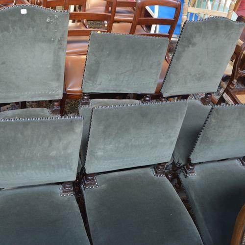 4 chaises a dossier bas et 2 à dossier haut en velour gris de style Louis XIII