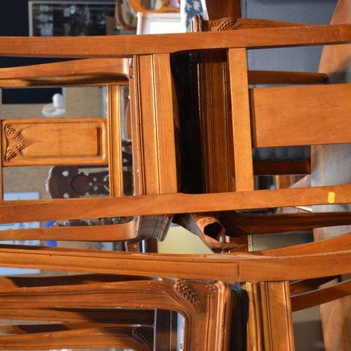 Table de salle a manger et 6把带玉米棒的模制木椅。  20年代和30年代的作品
