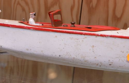 Un bateau en métal Ruban Bleu numero 0JEP, Unis France