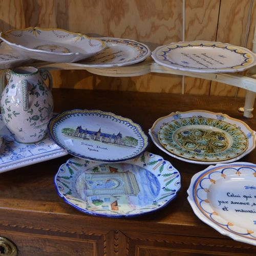 Lot de céramiques décoratives 包括内韦尔陶器盘子和杂项。  (事故)。)