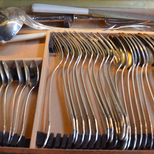 Partie de ménagère en metal argenté dans son coffret DEETJEN, 100gr